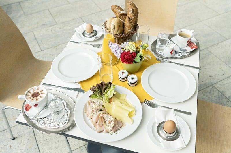 Завтрак в кафе Тиргартена, Дворец Шёнбрунн