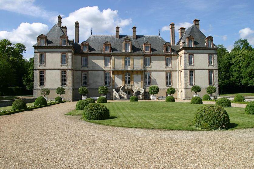 Бурронский замок (Château de Bourron)