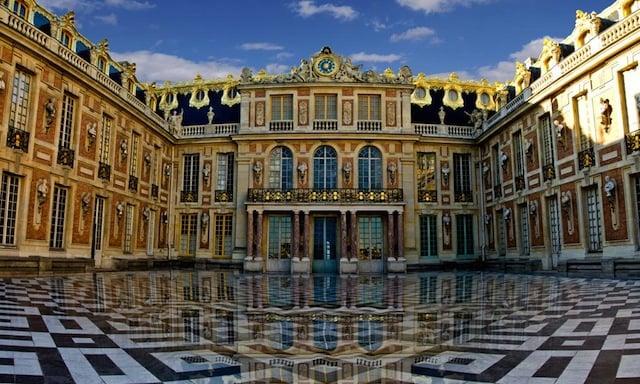 Мраморный двор Версальского дворца (Cour de marbre du Château de Versailles)