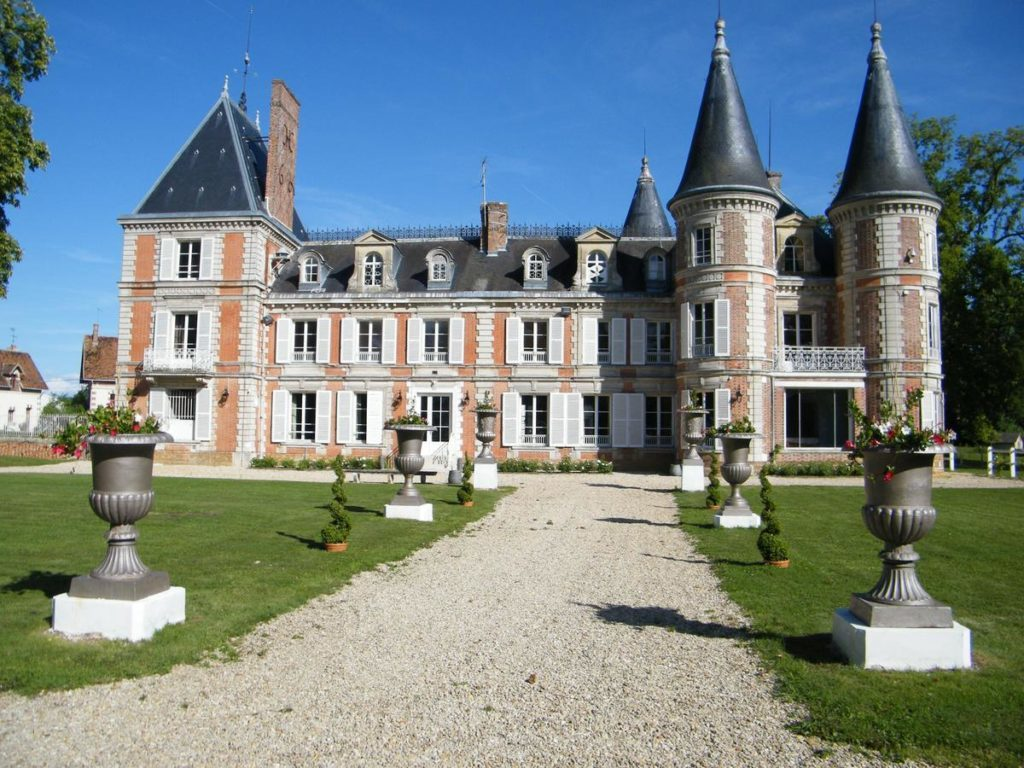 Замок Плюмасери (Chateau de Plumasserie)