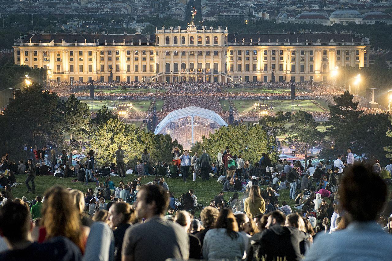 Концерт в летнюю ночь, Дворец Шёнбрунн