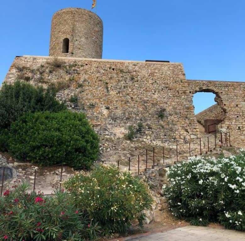 Замок Сан Хуан в Бланесе (Castillo de San Juan)