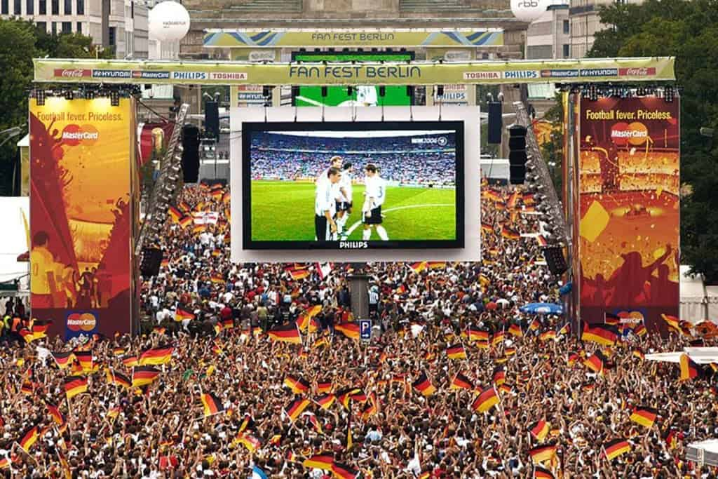 Футбольная миля От Бранденбургских ворот, Берлин
