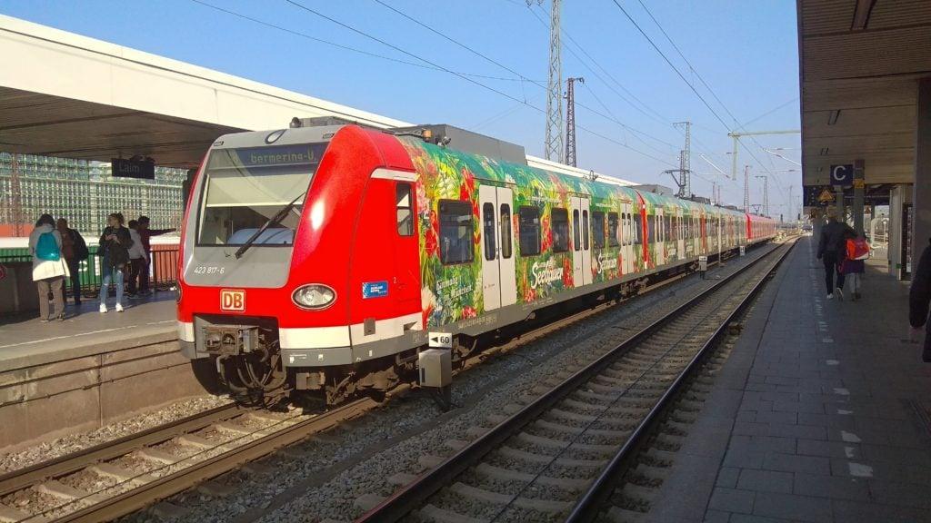 Электричка DB на станции в Баварии