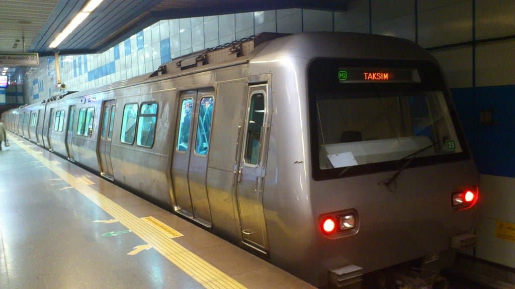 Метро Стамбула (İstanbul Metrosu)