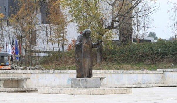 Памятник Матери Терезе, Тирана