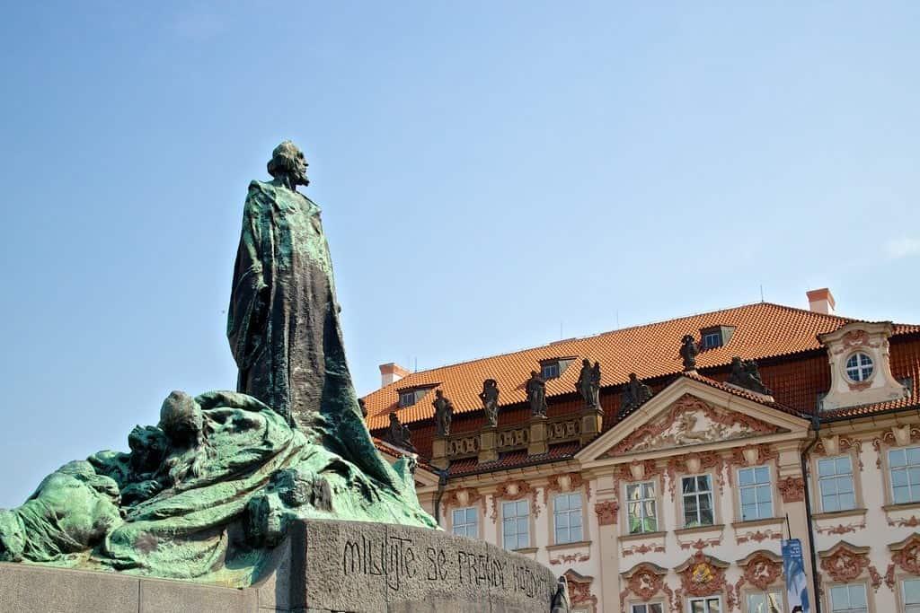 Памятник Яну Гусу (открыт в 1915 г.)