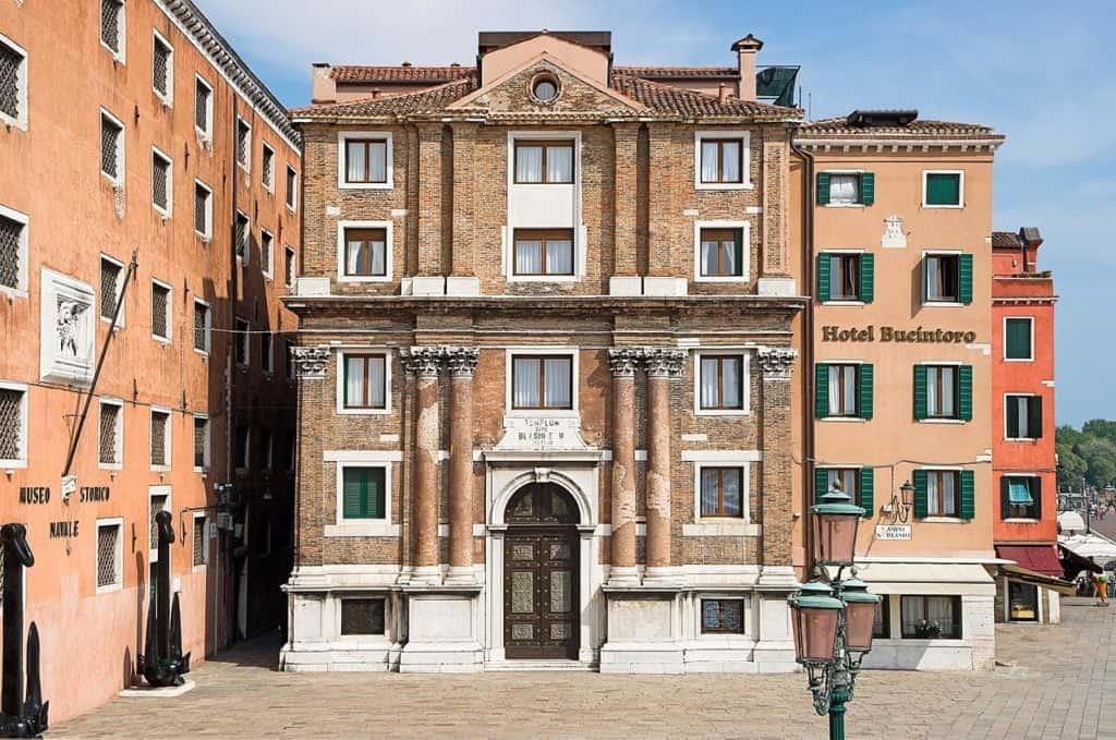 оенно-морской исторический музей (Museo Storico Navale) и церковь Святого Власия (Сан Бьяджо) (Chiesa di San Biagio)
