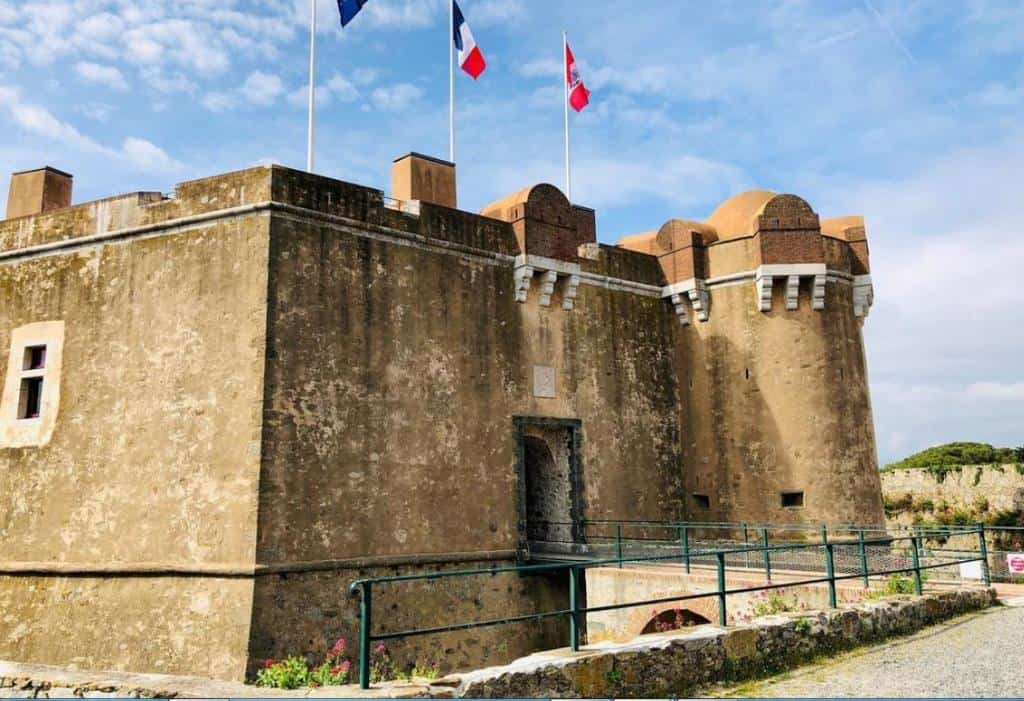 Музей морской истории (La Citadelle de Saint-Tropez - Musée d'histoire maritime) Сен -Тропе на Лазурном побережье