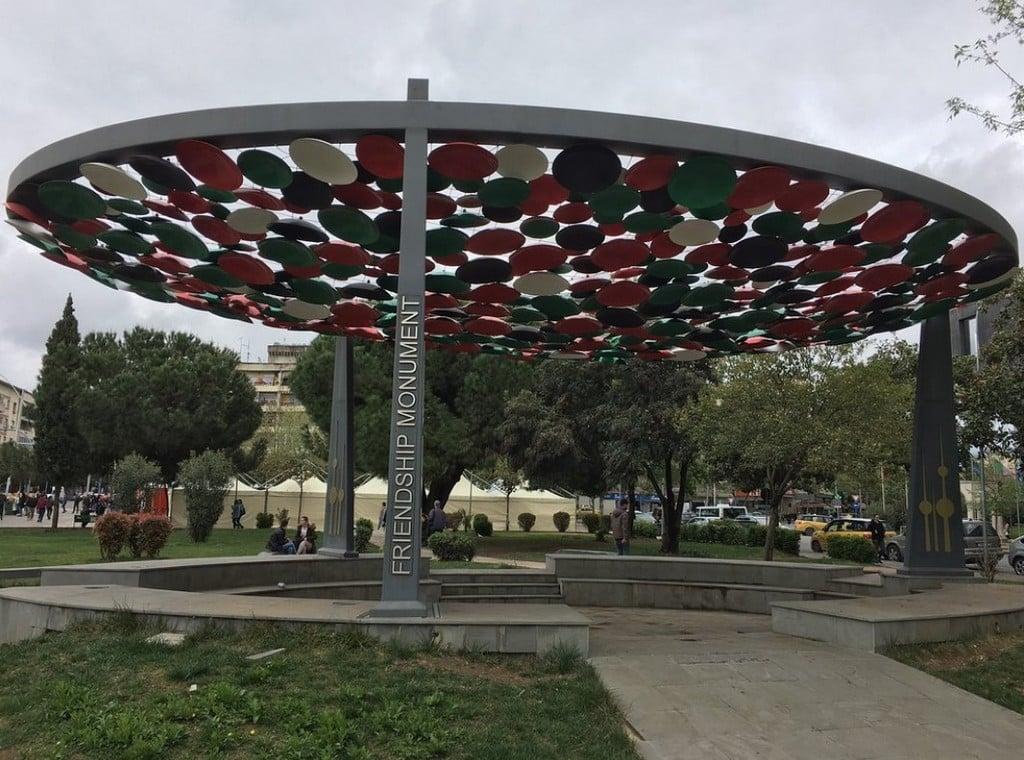 Памятник дружбы, Тирана