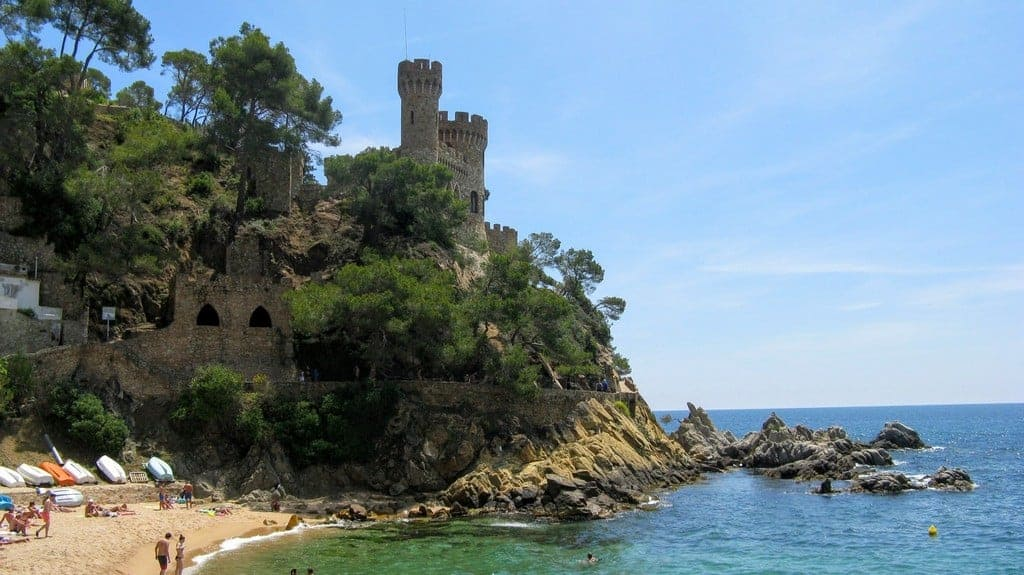 Ллорет-де Мар Замок Castell d'en Plaja, пляж Са-Калета