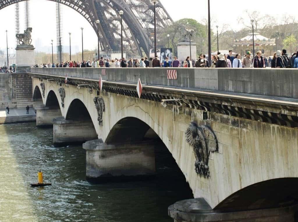 Йенский мост (Pont d'Iéna) — мост через реку Сена в Париже