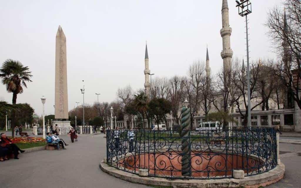 Площадь Султанахмет (Sultanahmet Meydanı)
