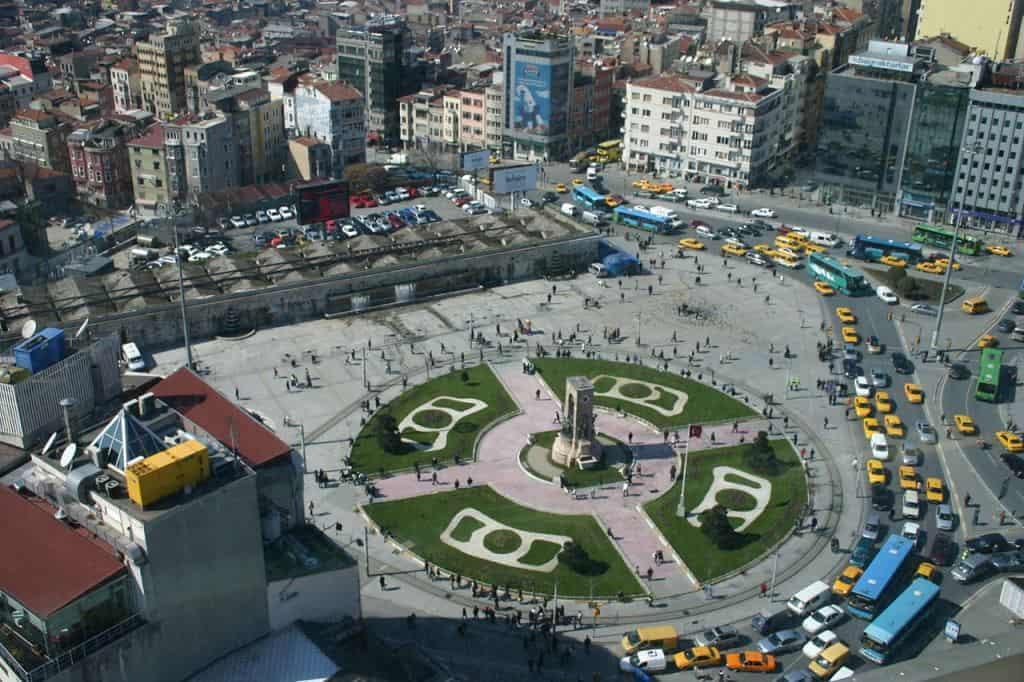 Площадь Таксим (Taksim Meydanı), монумент - «Памятник Независимости»