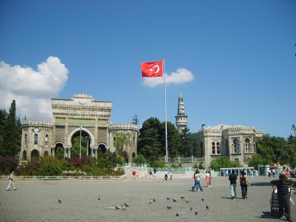 Главные въездные ворота Стамбульского университета на площади Беязыт Стамбул (Istanbul) - Турция