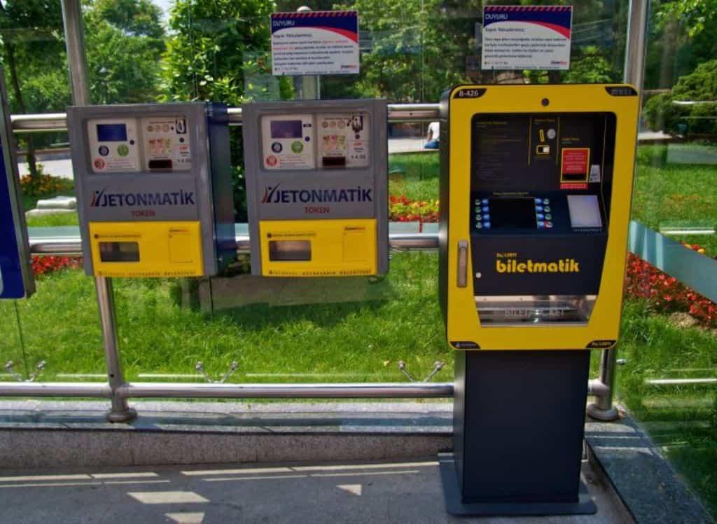 Автоматы по продаже жетонов и для пополнения Istanbulkart