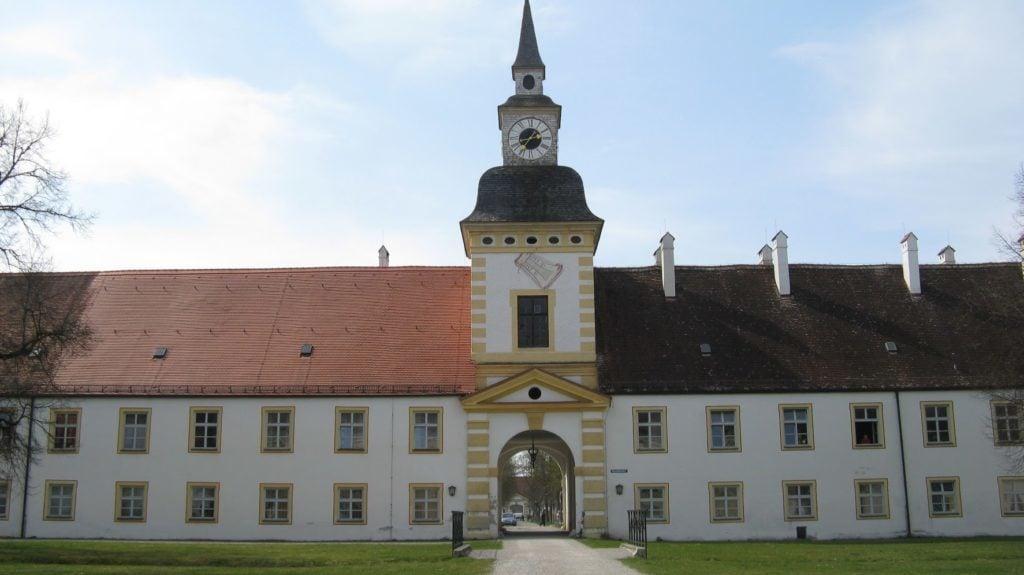 Башня с часами в «Максимилиансхоф»
