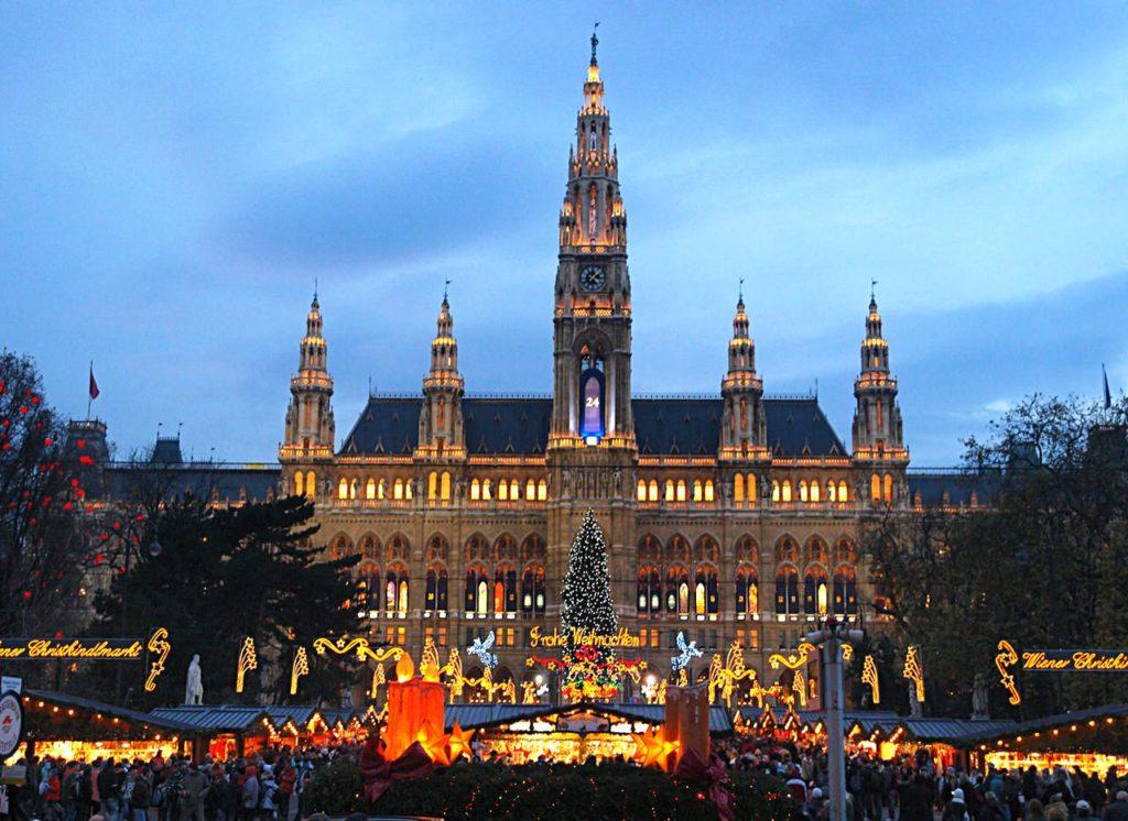 Ратушная площадь зимой, Вена — Австрия