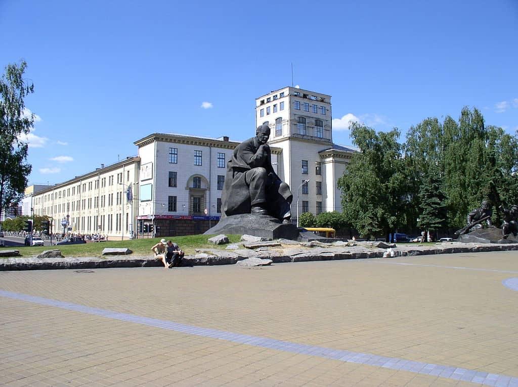Площадь Якуба Коласа (плошча Якуба Коласа), Минск