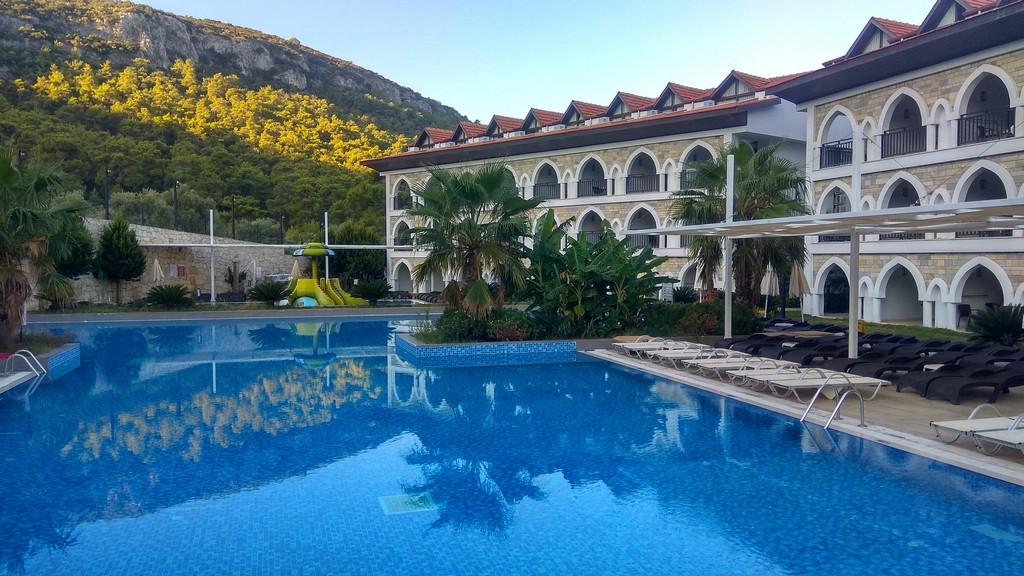 Курортный отель Ramada Resort Akbuk
