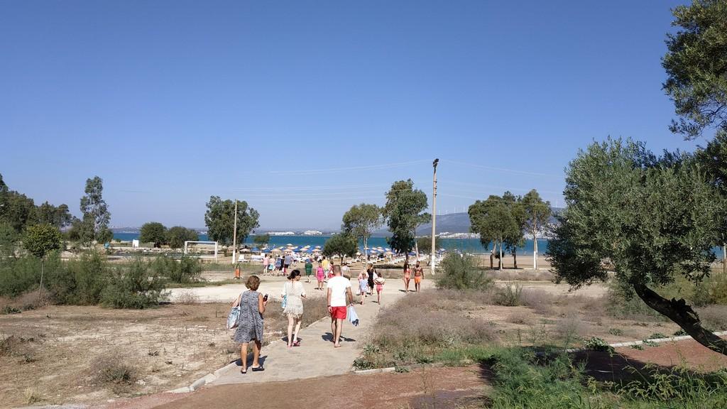 Тропа на пляж от остановки автобуса из отеля