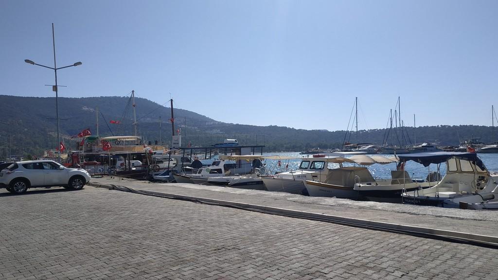 Яхты в гавани Акбука
