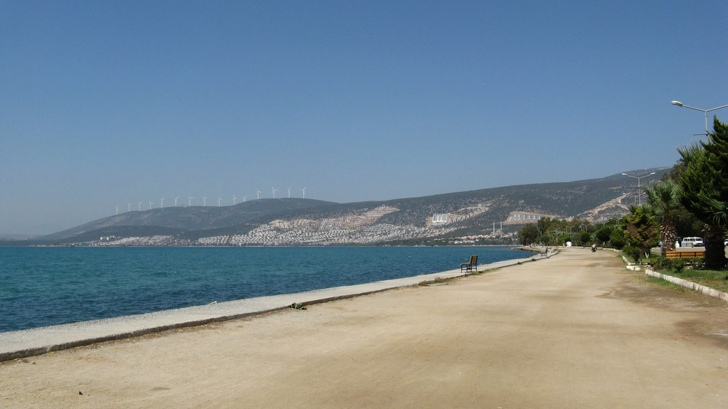 Прогулочная набережная на турецком курорте Акбук