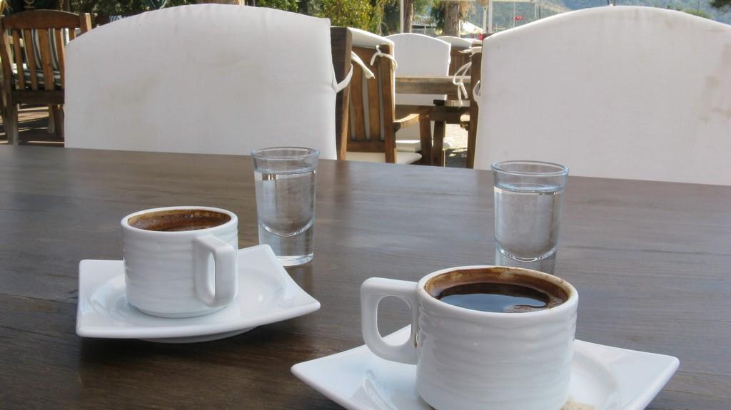 Кофе по-турецки в Акбуке на Эгейском море