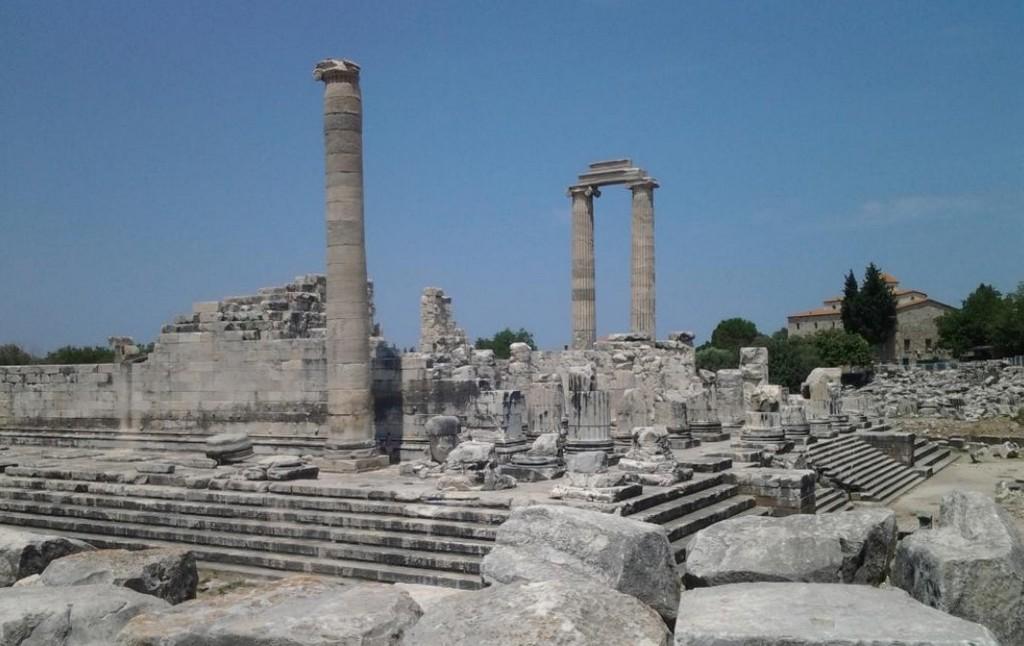 Храм Апполона на окраине Дидима