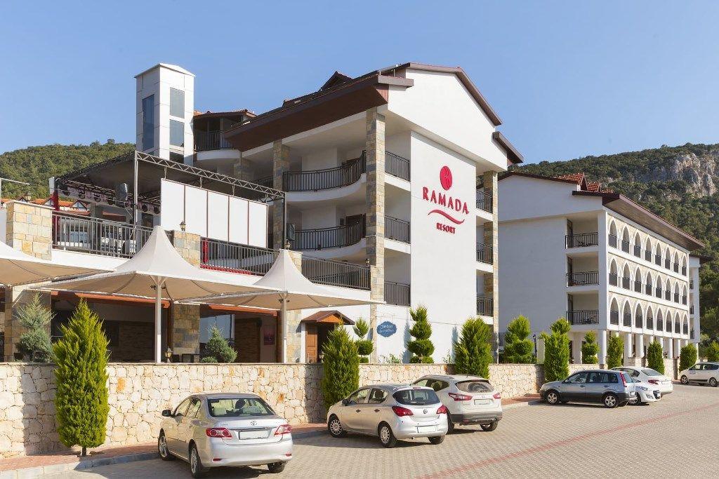 Курортный отель Ramada Akbuk