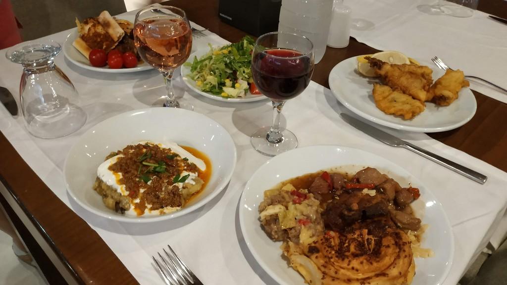 Разнообразное меню на ужин в отеле Ramada Resort by Wyndham Akbuk 5*