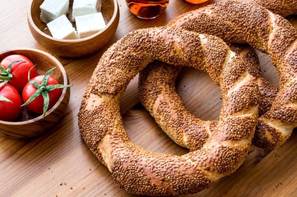 Хлеб называется Simit, Акбук, Турция - Эгейское море