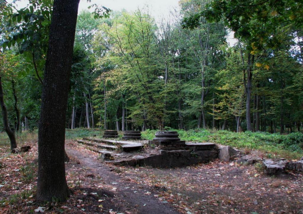 Остатки павильонов в парке Александрия - Дединец