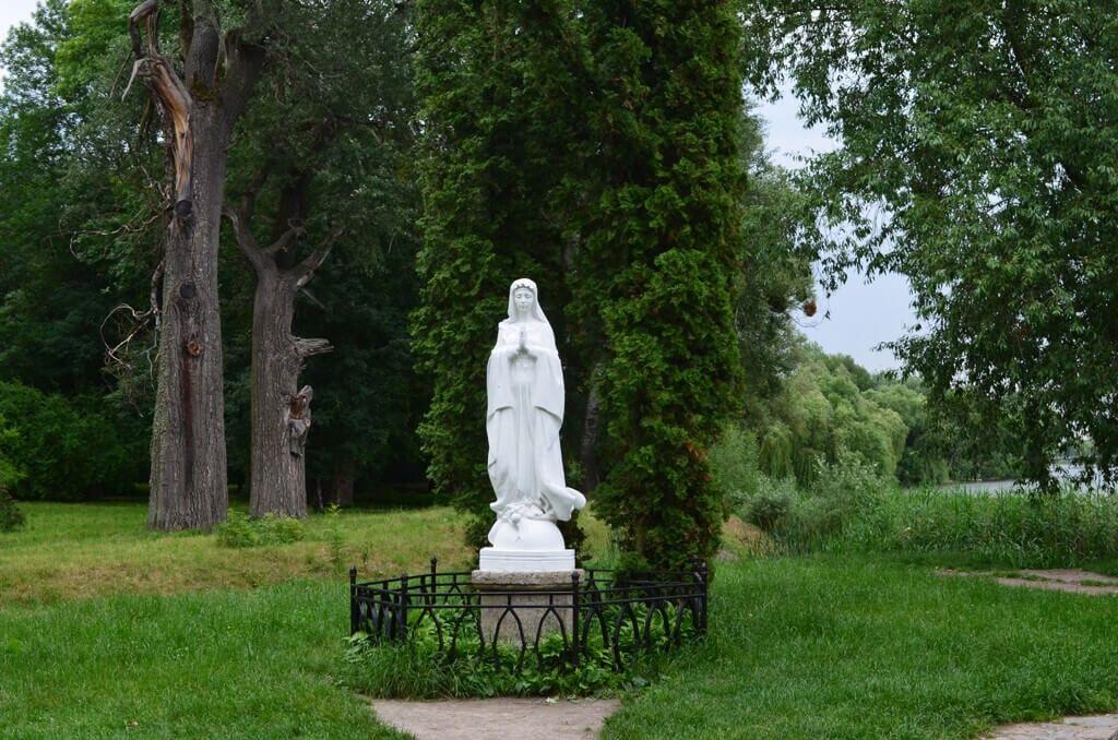 Остров Марии и статуя Девы Марии