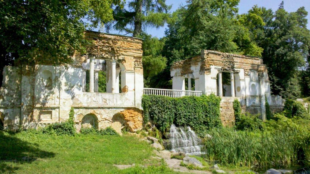 Руины, парк Александрия
