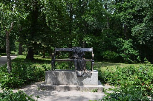 Скульптурная композиция под названием «Скамейка декабристов», Белая Церковь – Парк Александрия