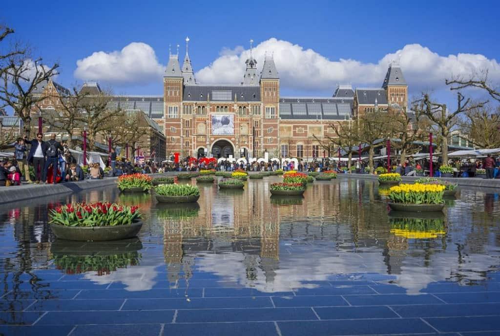 Фестиваль тюльпанов Амстердам Нидерланды