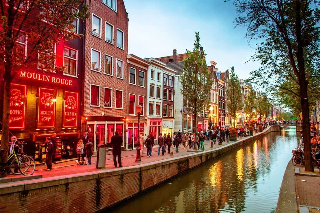 Квартал красных фонарей города Амстердам
