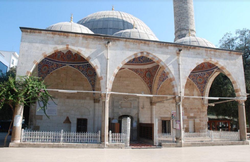 Мечеть Мурата Паши в Анталии - Murat Paşa Camii - красивейший образец турецко-сельджукского искусства каллиграфии