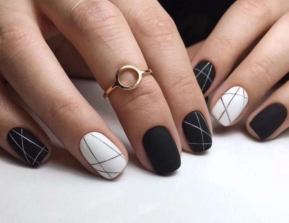 Сочетание черного и белого цвета в маникюре
