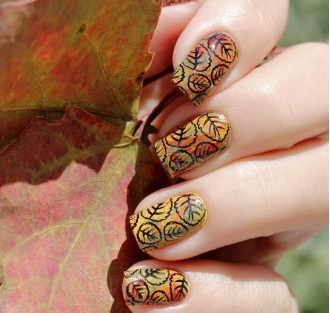 Осенний маникюр - с орнаментом