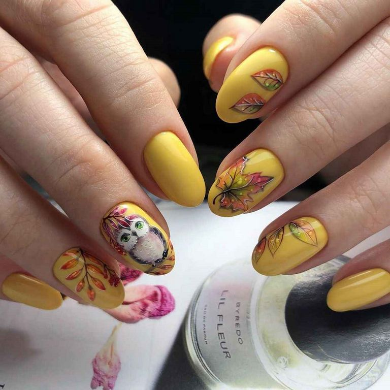 Желтый осенний маникюр с совой