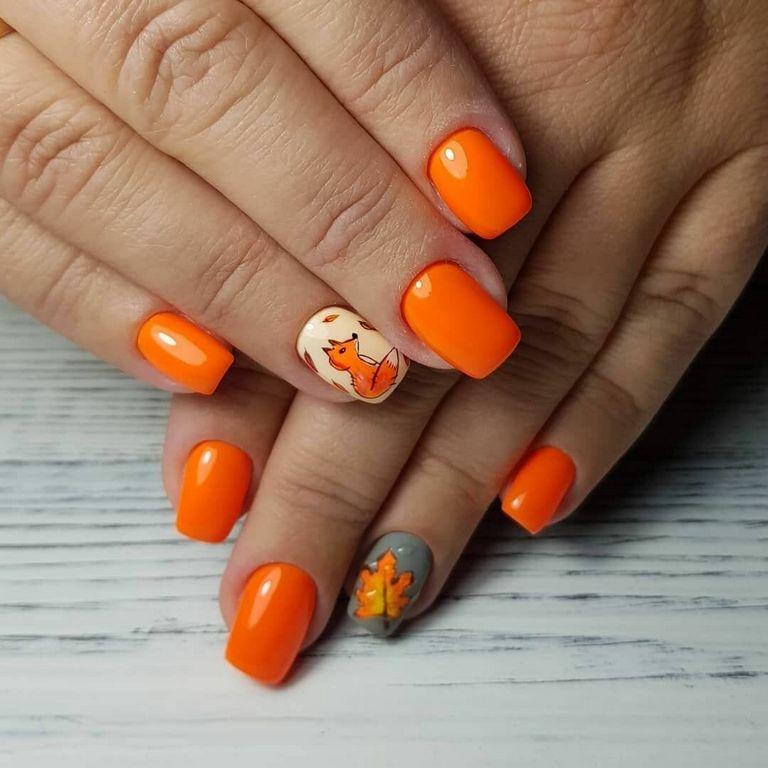 Ярко оранжевый маникюр - лисичка и кленовый листочек