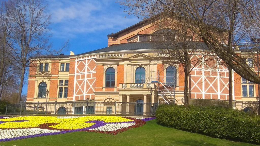 Ежегодный летний вагнеровский фестиваль в оперном театре «Фестшпильхаус», Байройт - Бавария