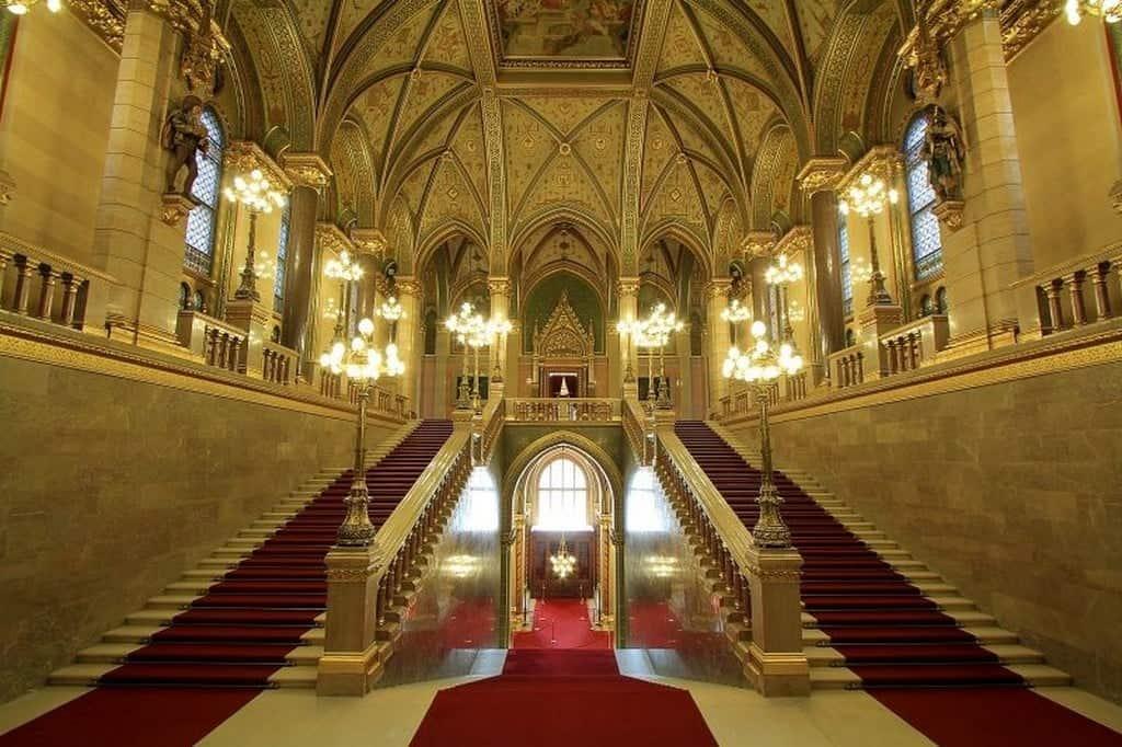 Большая лестница здания Парламента