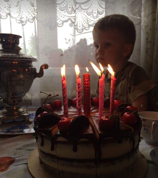 Торжественный торт со свечами