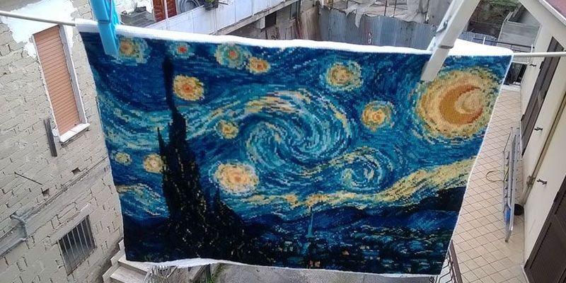 """Картина 40*30 как """"Звездная ночь """" Ван Гога вышитая по канве, всего в наборе 26 цветов ниток, запоминающийся подарком, как в готовом виде, в качестве вышитой картины, так и в упаковке, как набор для рукоделия"""