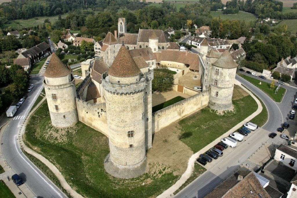 Замок Бланди-ле-Тур (Château de Blandy-les-Tours)