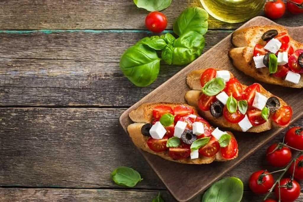 Брускетта – горячий хлеб с чесноком и оливковым маслом