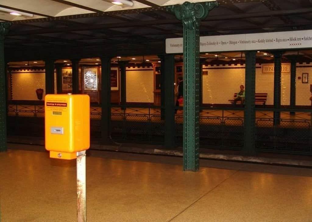 Валидатор в метро Будапешт (Венгрия)
